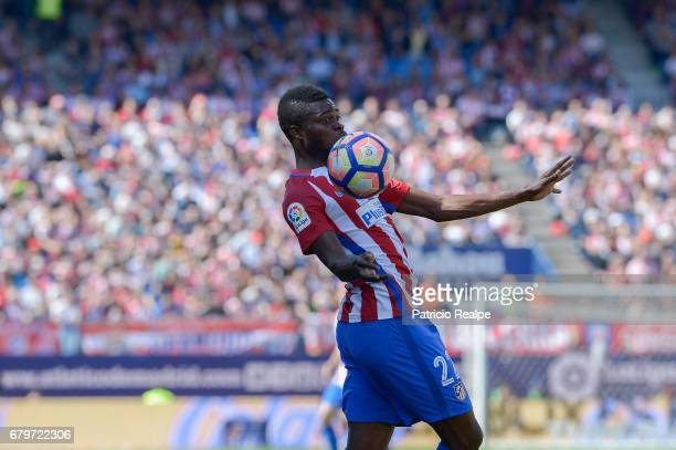 Thomas Partey of Atleticodde Madrid control the ball during a match between Club Atletico Madrid and SD Eibar as part of La Liga 2017 at Vicente...