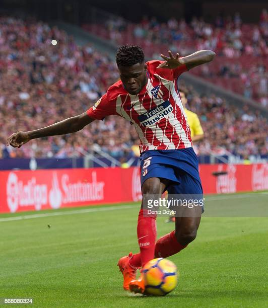 Thomas Partey of Club Atletico de Madrid controls the ball during the La Liga match between Atletico Madrid and Villarreal at Estadio Wanda...