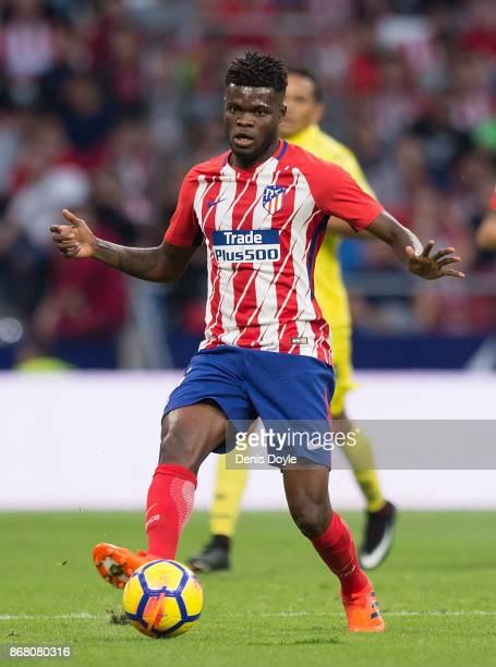 Thomas Partey of Club Atletico de Madrid passes the ball during the La Liga match between Atletico Madrid and Villarreal at Estadio Wanda...