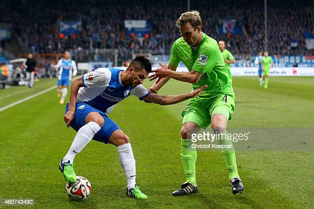 Thomas Paulus of Erzgebirge Aue challenges Danny Latza of Bochum during the Second Bundesliga match between VfL Bochum and Erzgebirge Aue at...