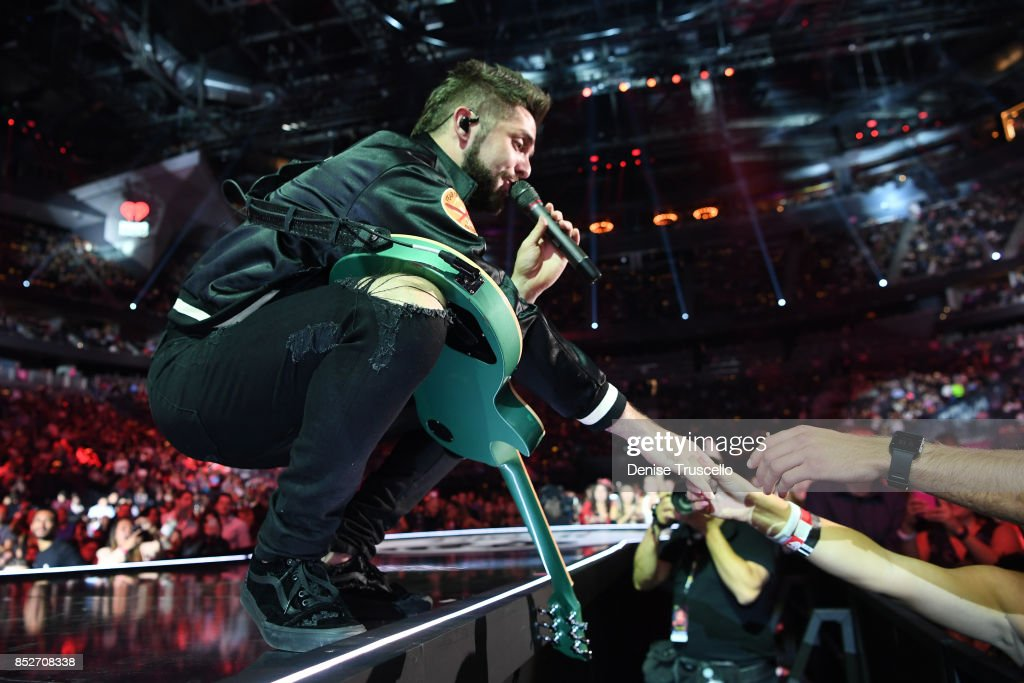 Thomas Rhett performs onstage during the 2017 iHeartRadio Music Festival at T-Mobile Arena on September 23, 2017 in Las Vegas, Nevada.