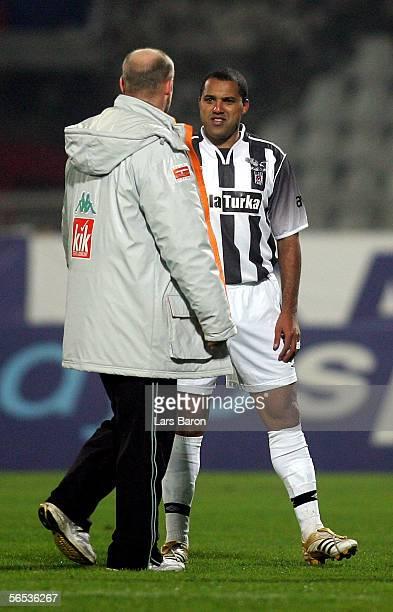 Thomas Schaaf coach of Bremen speaks to Ailton of Besiktas during the match between Werder Bremen and Besiktas for the Efes Pilsen Cup on January 6...