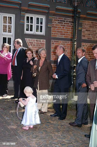 Thomas Schaaf Ehefrau Astrid Matthias Hönerbach standesamtliche Hochzeit Gut Sandbeck OsterholzScharmbeck Deutschland ProdNr 999/2006 Standesamt