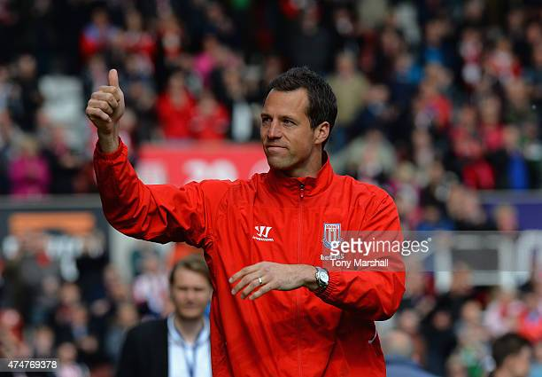 Thomas Sorensen of Stoke City applauds the fans on a lap of honour afterthe Barclays Premier League match between Stoke City and Liverpool at...