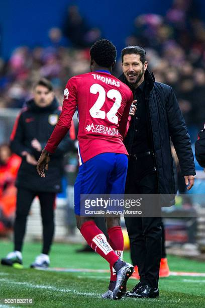 Thomas Teye Partey of Atletico de Madrid celebrates scoring their opening goal with his head coach Diego Pablo Simeone during the La Liga match...