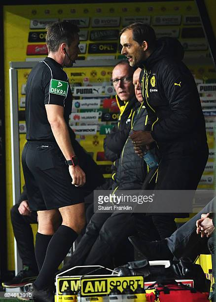 Thomas Tuchel head coach of Dortmund shouts at referee Tobias Stieler during the Bundesliga match between Borussia Dortmund and Bayern Muenchen at...