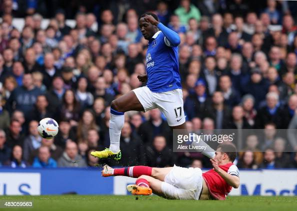 Thomas Vermaelen of Arsenal tackles Romelu Lukaku of Everton during the Barclays Premier League match between Everton and Arsenal at Goodison Park on...