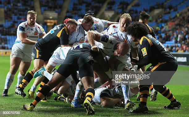 Thomas Waldrom of Exeter Chiefs scores a try during the Aviva Premiership match between Wasps and Exeter Chiefs at the Ricoh Arena on December 4 2015...