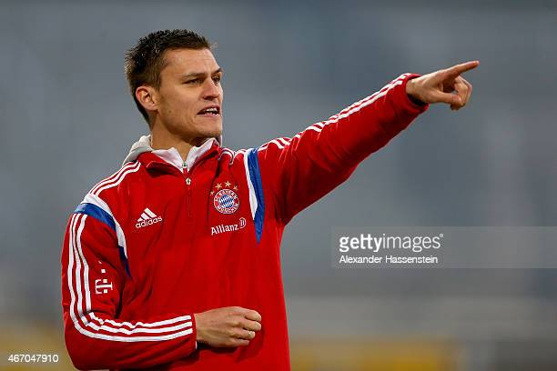 Thomas Woerle head coach of Muenchen gives instructions to his players during the Allianz FrauenBundesliga match between FC Bayern Muenchen and...