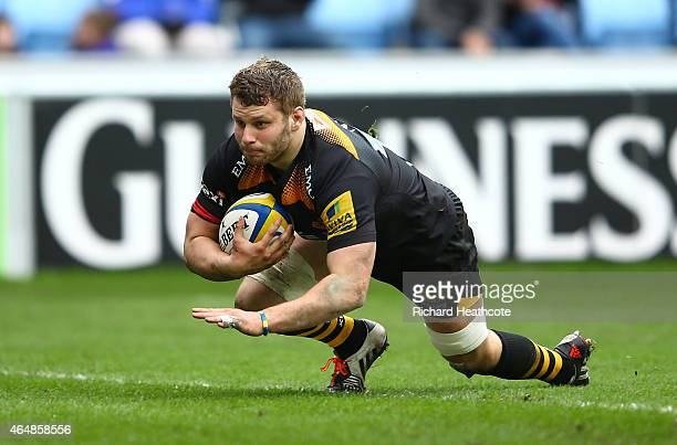 Thomas Young of Wasps dives in to score his second try during the Aviva Premiership match between Wasps and Gloucester at The Ricoh Arena on March 1...