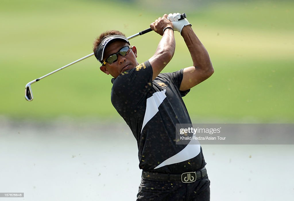 <a gi-track='captionPersonalityLinkClicked' href=/galleries/search?phrase=Thongchai+Jaidee&family=editorial&specificpeople=200733 ng-click='$event.stopPropagation()'>Thongchai Jaidee</a> of Thailand in action during previews ahead of the Thailand Golf Championship at Amata Spring Country Club on December 5, 2012 in Bangkok, Thailand.