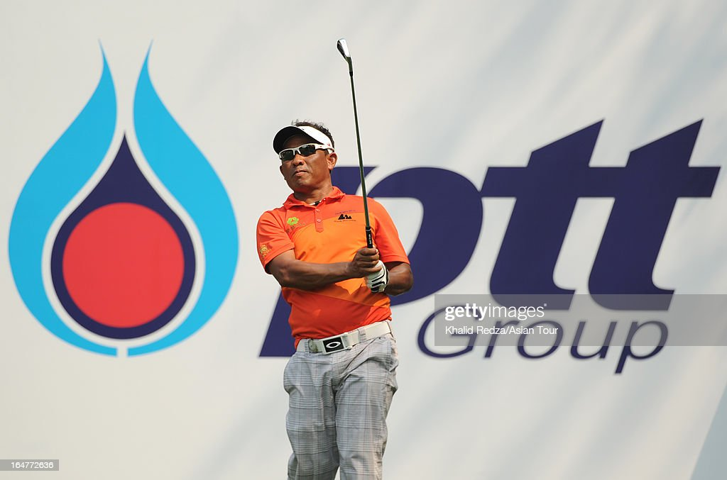 <a gi-track='captionPersonalityLinkClicked' href=/galleries/search?phrase=Thongchai+Jaidee&family=editorial&specificpeople=200733 ng-click='$event.stopPropagation()'>Thongchai Jaidee</a> of Thailand plays a shot during round one of the Chiangmai Golf Classic at Alpine Golf Resort-Chiangmai on March 28, 2013 in Chiang Mai, Thailand.