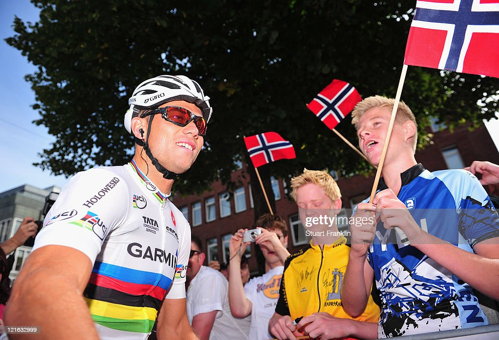 <a gi-track='captionPersonalityLinkClicked' href=/galleries/search?phrase=Thor+Hushovd&family=editorial&specificpeople=534471 ng-click='$event.stopPropagation()'>Thor Hushovd</a> of Norway talks with fans prior to the start of the Vattenfall Cyclassics race on August 21, 2011 in Hamburg, Germany.