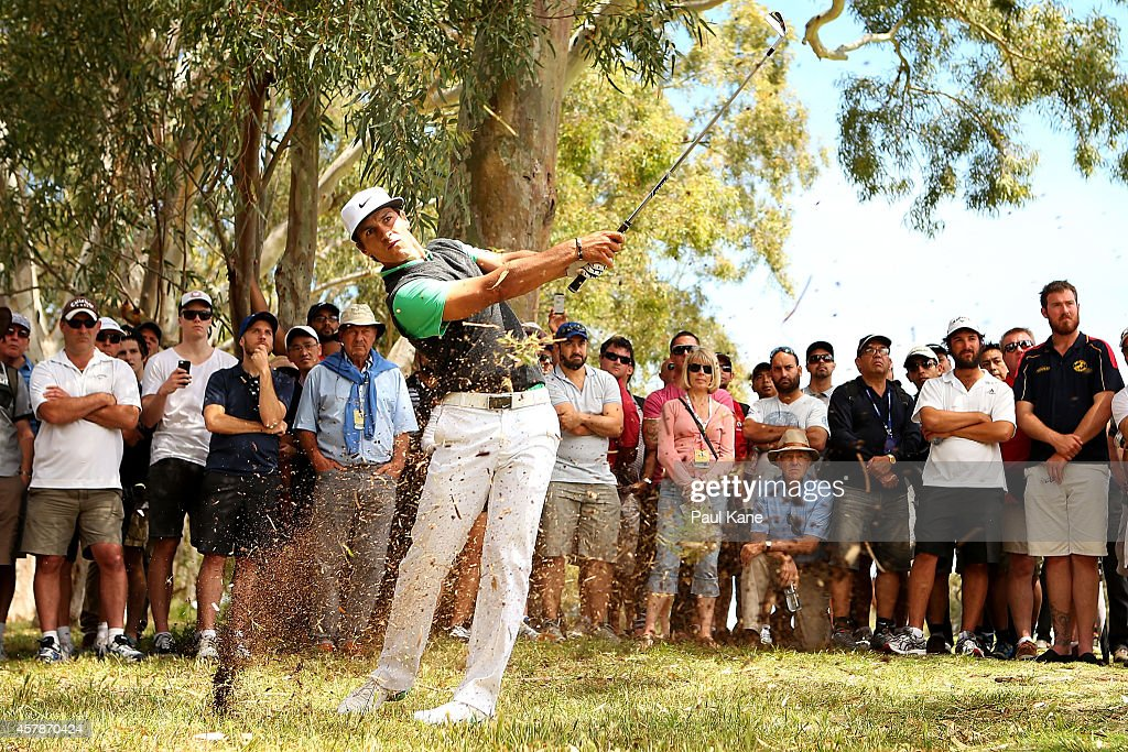 <a gi-track='captionPersonalityLinkClicked' href=/galleries/search?phrase=Thorbjorn+Olesen&family=editorial&specificpeople=6545194 ng-click='$event.stopPropagation()'>Thorbjorn Olesen</a> of Denmark plays out of the rough on the 7th hole during day four of the 2014 Perth International at Lake Karrinyup Country Club on October 26, 2014 in Perth, Australia.