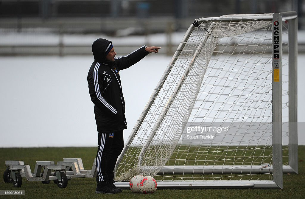 <a gi-track='captionPersonalityLinkClicked' href=/galleries/search?phrase=Thorsten+Fink&family=editorial&specificpeople=2381735 ng-click='$event.stopPropagation()'>Thorsten Fink</a>, head coach of Hamburg gestures during a training session of Hamburg SV on January 23, 2013 in Hamburg, Germany.