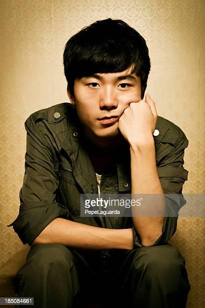 Adolescente pensativa Chinês