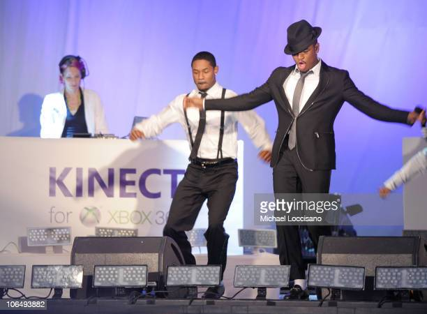 Thousands groove with Grammy Award Winning NeYo in Times Square to the music and steps from Dance Central a game by MTV Games/Harmonix created...