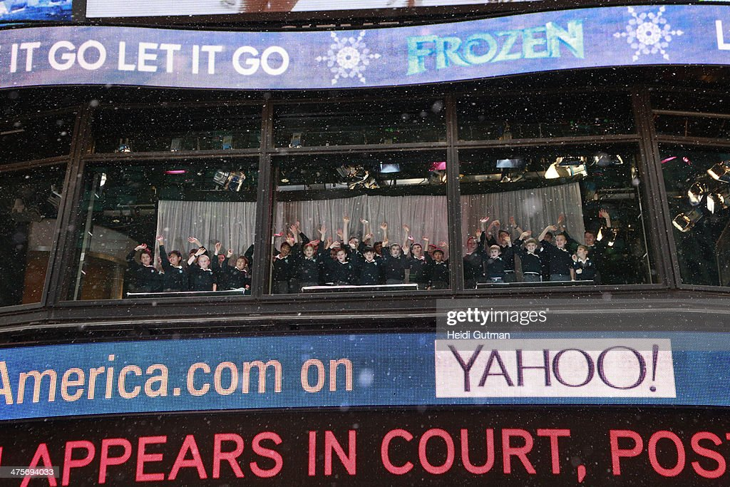 AMERICA - Thousands joined together for a coast-to-coast Frozen singalong live today on 'Good Morning America,' 2/26/14, on the ABC the Television Network. NEW YORK CITY CHILDREN