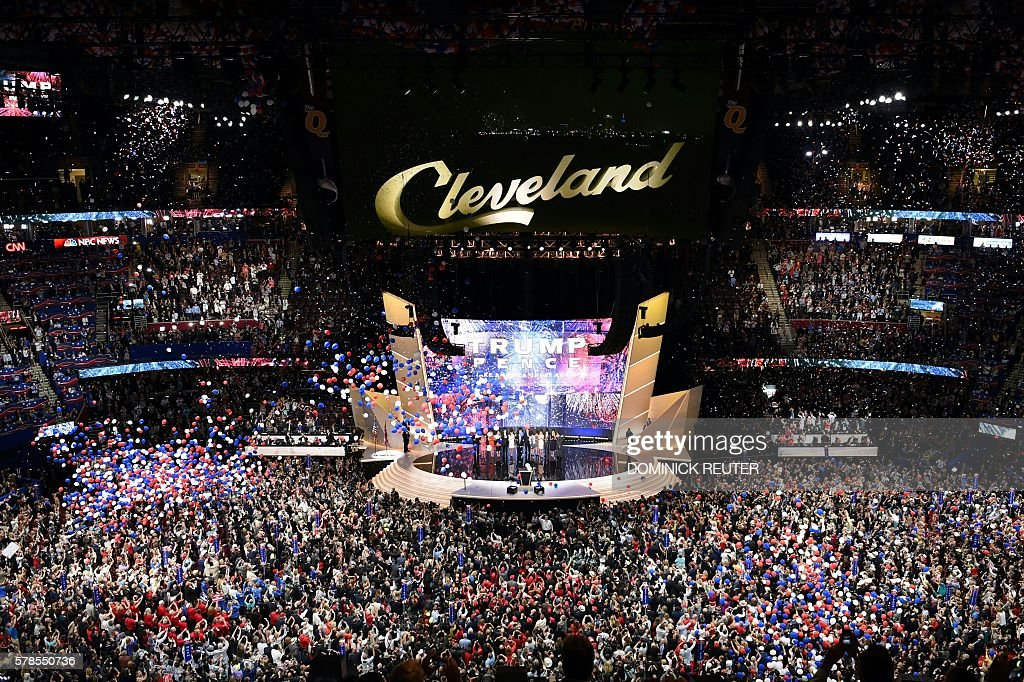 TOPSHOT - Thousands of balloons descend on the convention floor at the end of the last day of the Republican National Convention on July 21, 2016, in Cleveland, Ohio. / AFP / DOMINICK