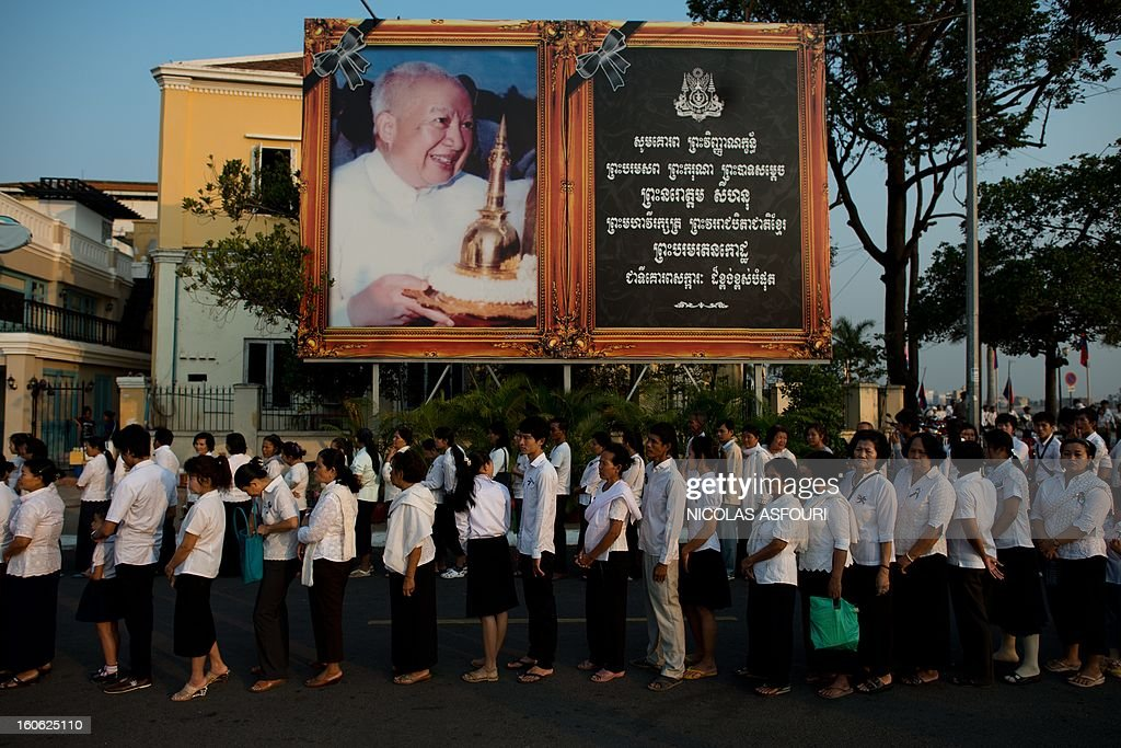 Thousands of Cambodians queue to enter the crematorium area where the coffin of Cambodia's late king Norodom Sihanouk (pictured on portrait) rests before his cremation near the Royal Palace in Phnom Penh on February 4, 2013. Cambodia was due to hold an elaborate cremation ceremony for its revered former king Norodom Sihanouk, part of a week-long funeral for the colourful late royal. AFP PHOTO / Nicolas ASFOURI