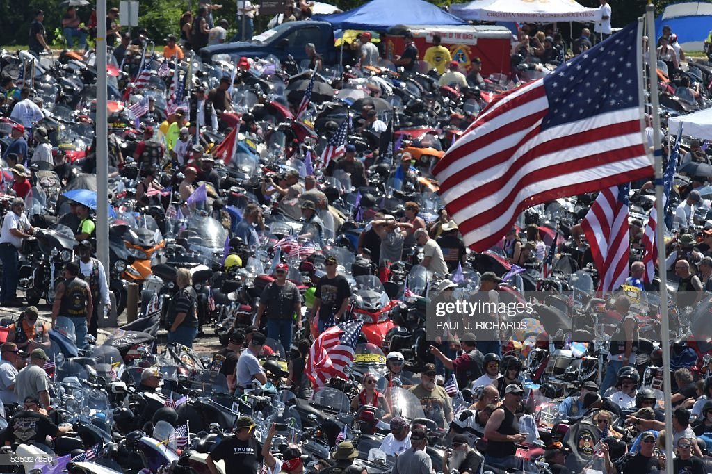 Thousands of motorcycle riders participating in the Rolling Thunder XXIX Ride For Freedom line up in the Pentagon parking lot May 29, 2016 shortly before parading through Washington, DC, to raise awareness for American Prisoners of War and warriors currently missing in action. / AFP / PAUL