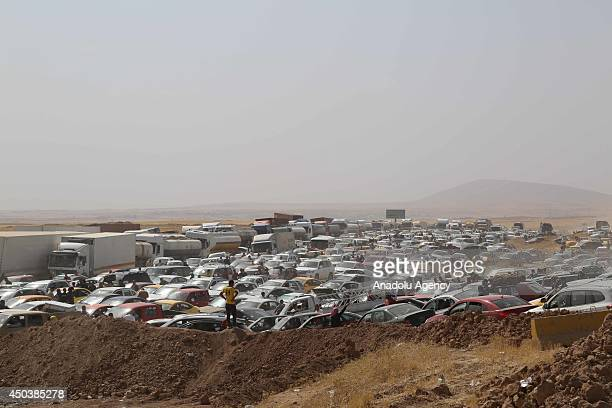 Thousands of people flee from Mosul to Arbil and Duhok due to the clashes between security forces and militants of Islamic State of Iraq and the...