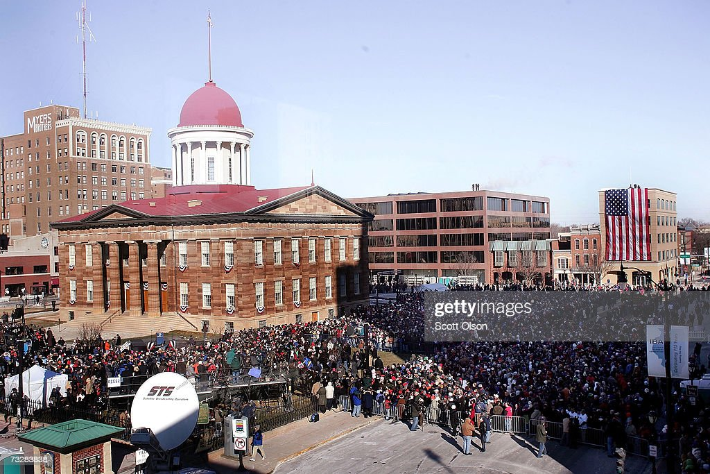 Thousands of people gather in the streets to see Senator Barack Obama on the lawn of the old State Capital Building February 10 2007 in Springfield...