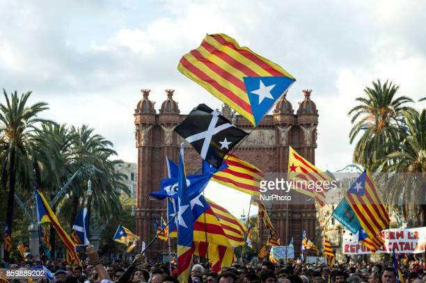 Thousands of people gathered at the Arc de Triomphe to hear President Carls Puigdemont's speech about the Declaration of Independence of Catalonia...
