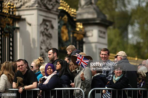 Thousands of people line up for a chance to glimpse and photograph of the announcement of the birth of Prince William Duke of Cambridge and the...
