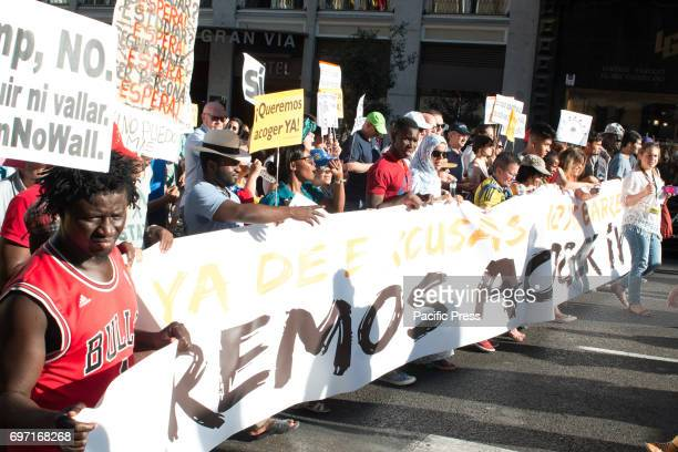 Thousands of people march for the reception of the refugees that Spain must accept