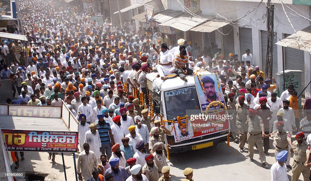 Thousands of people taking part in funeral procession of Sarabjit Singh at his native village Bikhiwind on May 3, 2013 about 40 Kms from Amritsar, India. Sarabjit Singh, an Indian prisoner in Pakistan who died after being brutally assaulted in a Pakistani jail, was cremated in his native village with full state honours .