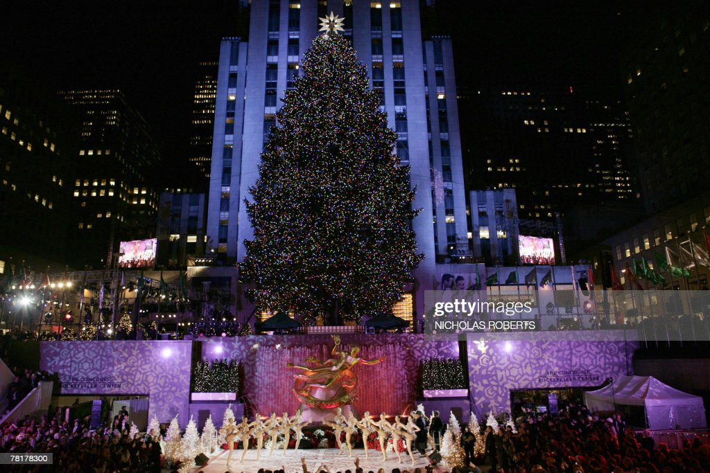 thousands of people watch the rockefeller center christmas tree lighting ceremony in new york 28 november - New York Christmas Tree Lighting