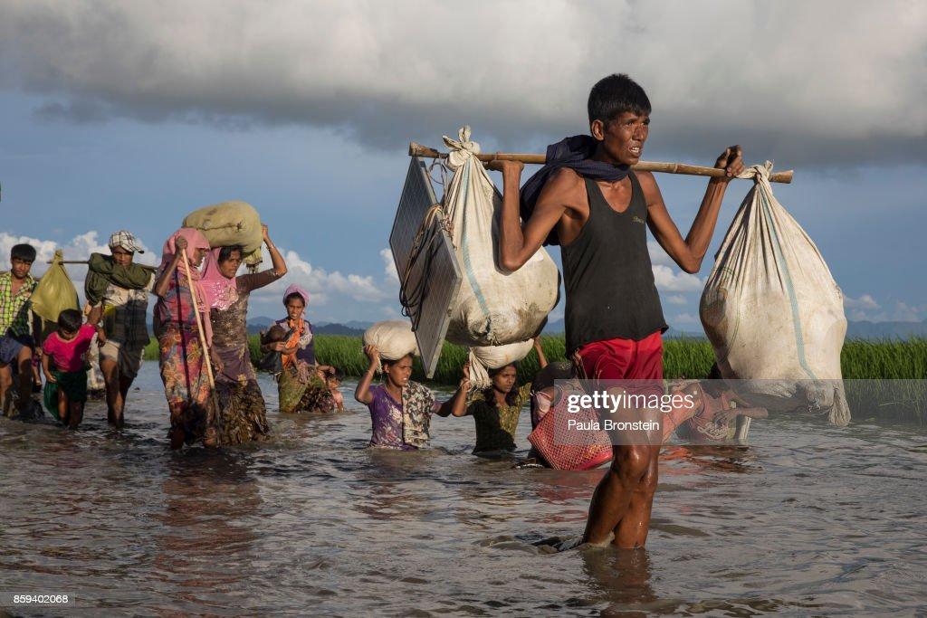 Myanmar Rohingya Refugees Flood Into Bangladesh