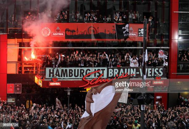 Thousands of St Pauli fans celebrate together with the team of St Pauli on the 'Spielbudenplatz' after the Second Bundesliga match between FC St...