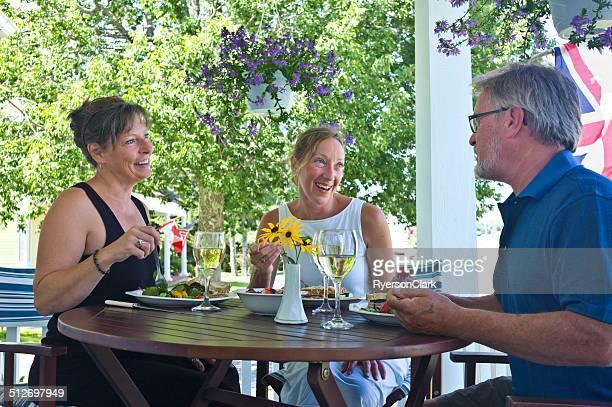 大人 3 名様でのお食事は、ノバスコシアマホーンベイます。