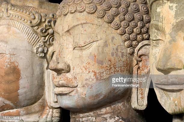 Buddha tre facce in una riga
