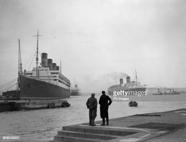 Three Cunard liners come into Southampton docks RMS Queen Elizabeth heading toward the King George V dry dock for her winter overhaul is the RMS...