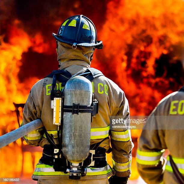 Drei Feuerwehrleute