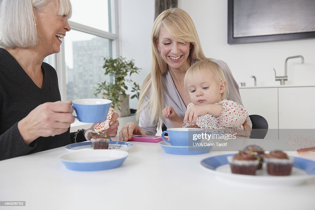 Three generations of eating pussy 0303