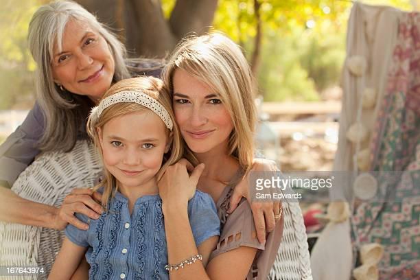 Drei Generationen von Frauen Lächeln zusammen