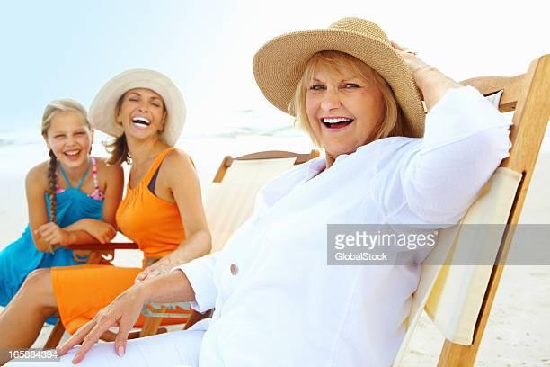 3 世代ご一緒に、ビーチでお楽しみいただけます。