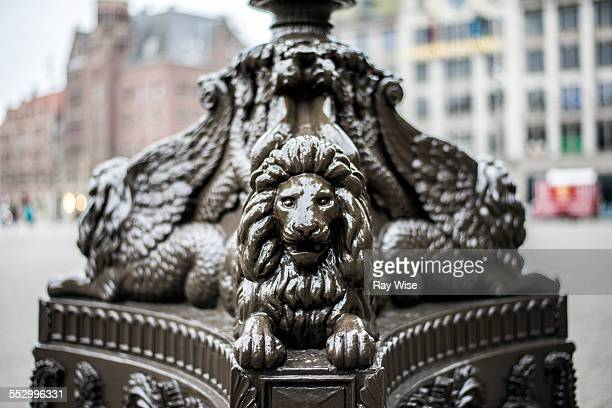Three lions statue