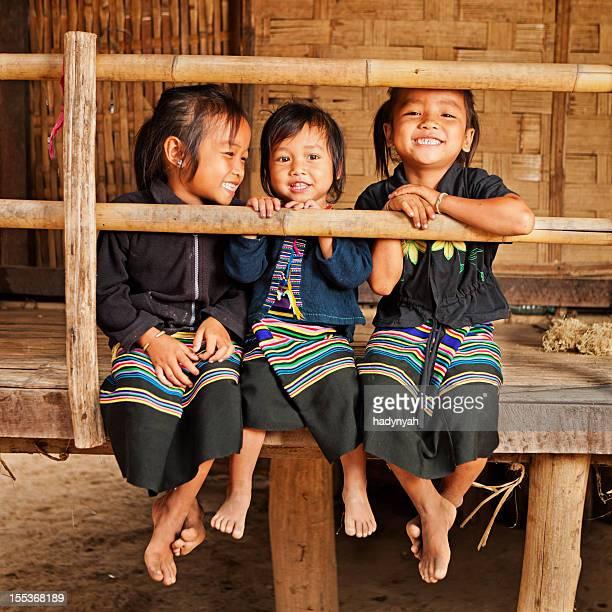 Trois jeunes filles dans le nord du Laos