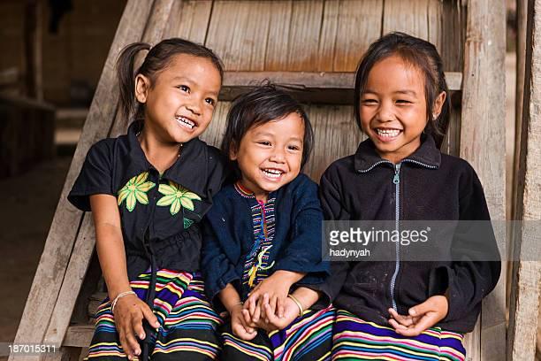 3 つの小さな女の子の北部ラオス