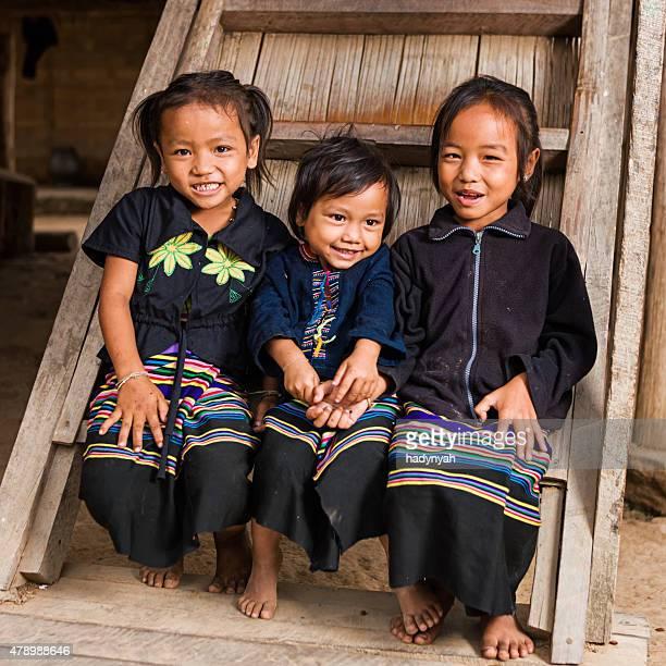 Trois jeunes filles dans le village, du nord du Laos