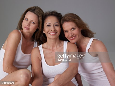 Three mature women, smiling, portrait : Foto stock
