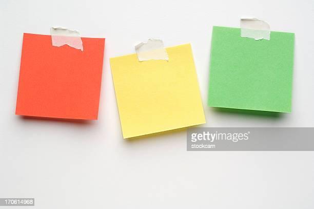 Três Post-it Notes em branco