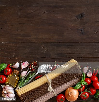 Three types of spaghetti, vegetables and herbs : Stock-Foto