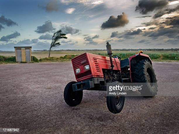 Three wheeled tractor
