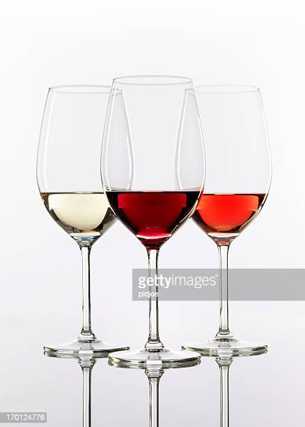 Tre wineglasses con vino